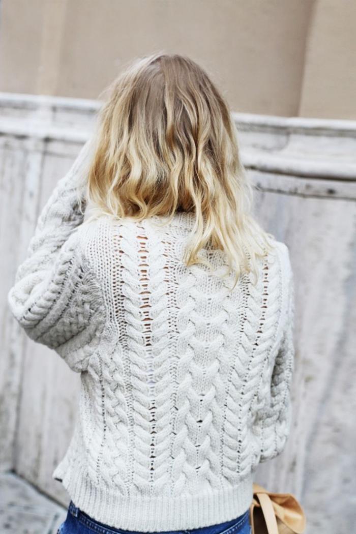 irische-Pullover-für-Damen-weißer-wollpullover-Jeans