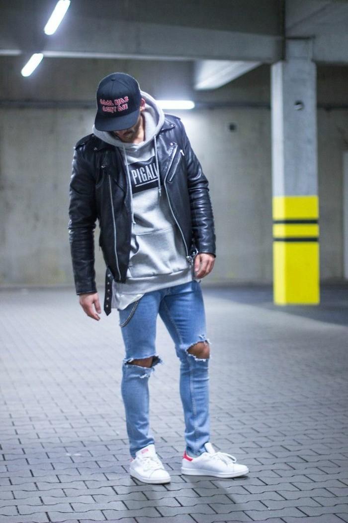 jeans-mit-löchern-männer-jeans-schwarze-Lederjacke-grauer-Sweatshirt