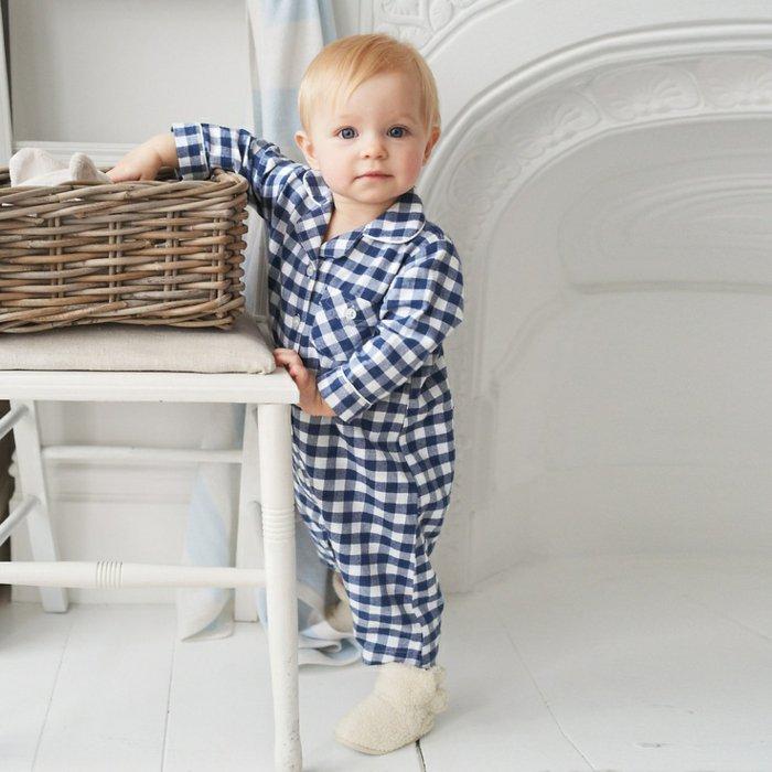 jungen-schlafanzug-kariertes-Muster-einteiliger-schlafanzug
