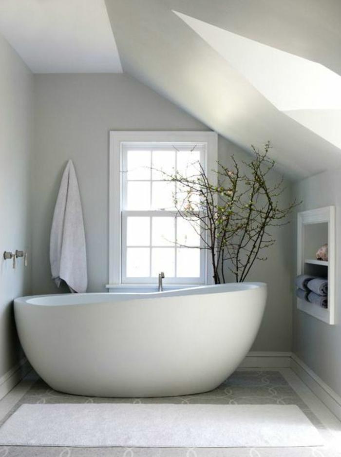 kleines-Badezimmer-modernes-Interieur-ovale-Badewanne