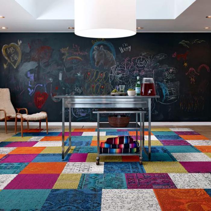 kreatives-Interieur-großer-Patchwork-Teppich