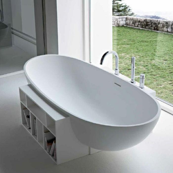 luxuriöses-Badezimmer-mit-schönem-Ausblick-freistehende-badewanne-oval