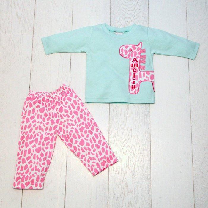 mädchen-pyjama-aus-zwei-Teilen-cooles-Muster