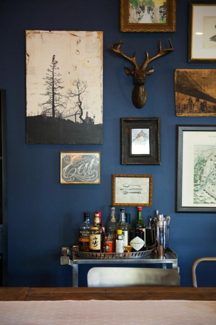 männliches-wohnzimmer-farblich-gestalten-wandfarben-trends-moderne-wandfarben-blau