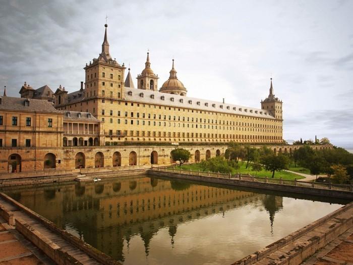madrid-spanien-beliebte-reiseziele-europa-sehenswürdigkeiten-in-europa