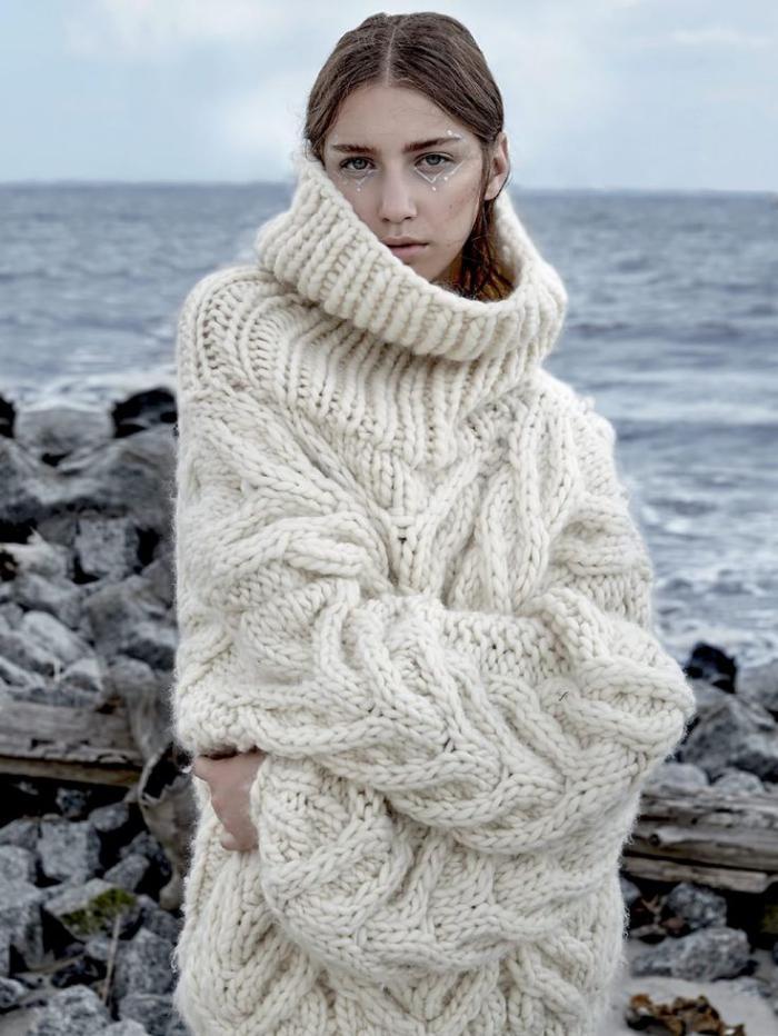 Maxi-Wollpullover-beige-irische-strickmuster