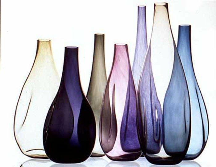 mit-glasvasen-dekorieren-deko-vasen-verschiedene-Farben