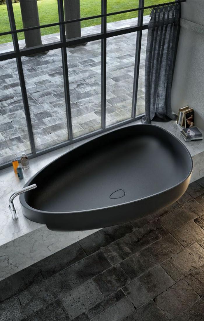 moderne-schwarze-Hydromassage-Badewanne-oval