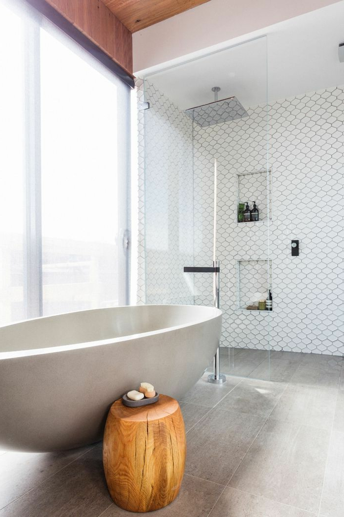 modernes-Badezimmer-Interieur-ovale-Badewanne