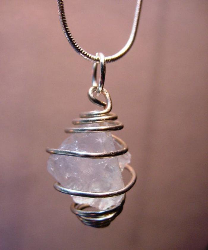 mondstein-schmuck-silberne-Kette-silberanhänger-mit-kreativem-Design