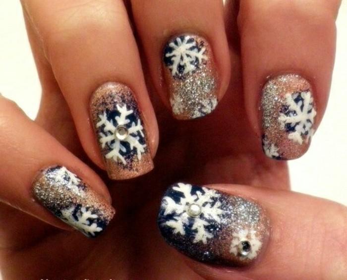 nageldesign-weihnachten-bilder-weiss-schwarz-schneeflockchen