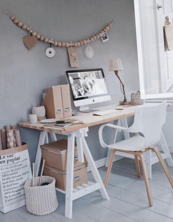 natural-aussehendes-Arbeitszimmer-Interieur-Holz-Papier
