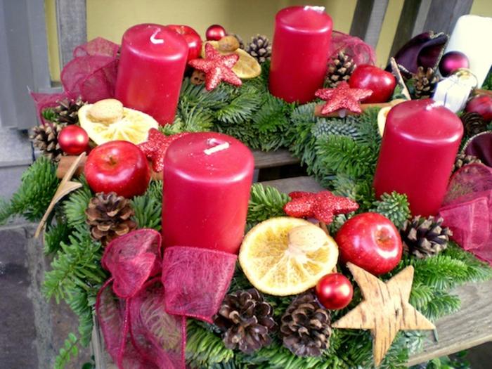 originelle-weihnachtsdeko-rosige-kerzen