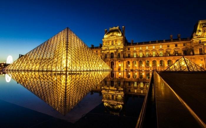 paris-Louvre-Museum-berühmte-sehenswürdigkeiten-in-europa-top-urlaubsziele