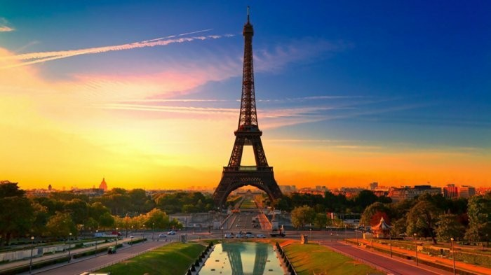 paris-der-Eiffel-Turm-berühmte-sehenswürdigkeiten-in-europa