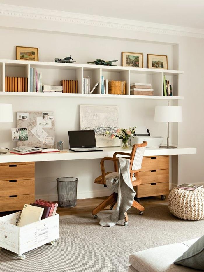 praktische-wohnungseinrichtung-gemütliche-wohnidee-fürs-Arbeitszimmer-Interieur-langer-Schreibtisch-Bücherregale