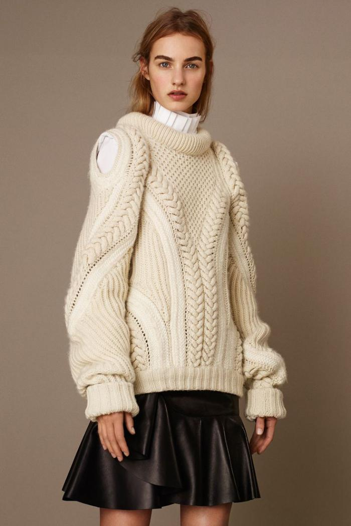 pullover-wolle-damen-creme-Farbe-interessantes-Strickmuster