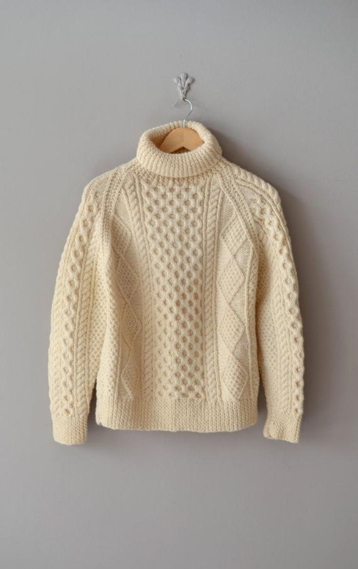 pullover-wolle-damen-irische-strickmuster-Creme-Farbe