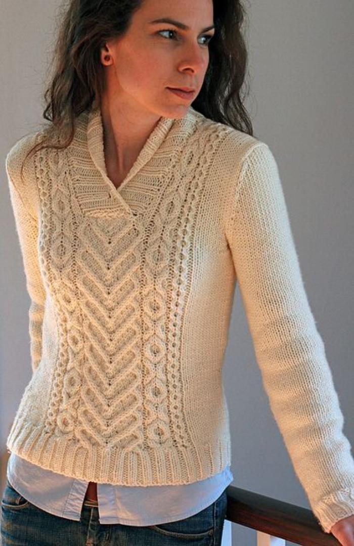 pullover-wolle-damen-schönes-Modell-V-förmiger-Kragen