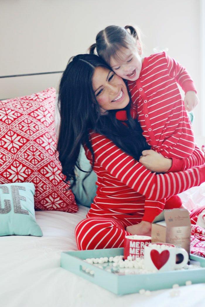 roter-mädchen-schlafanzug-für-kleine-und-große-Mädchen-Mutti-und-ich