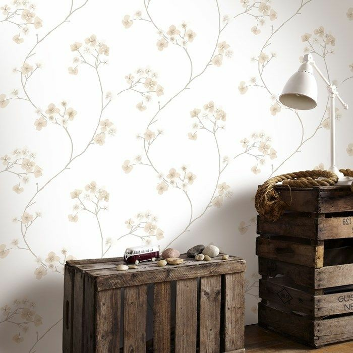rustikales-Interieur-hölzerne-Möbel-Leselampe-romantisches-tapeten-muster