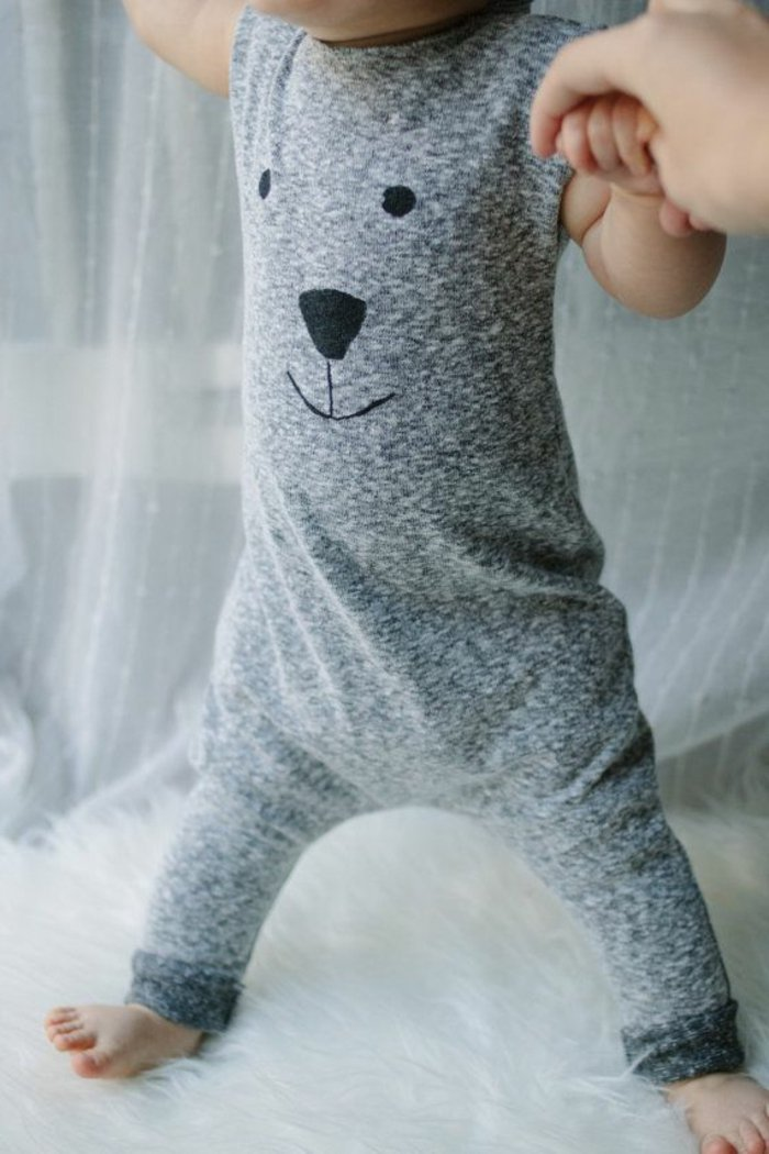 süßes-Modell-Baby-Schlafanzug-einteiliger-schlafanzug-grau-Bärchen-Muster