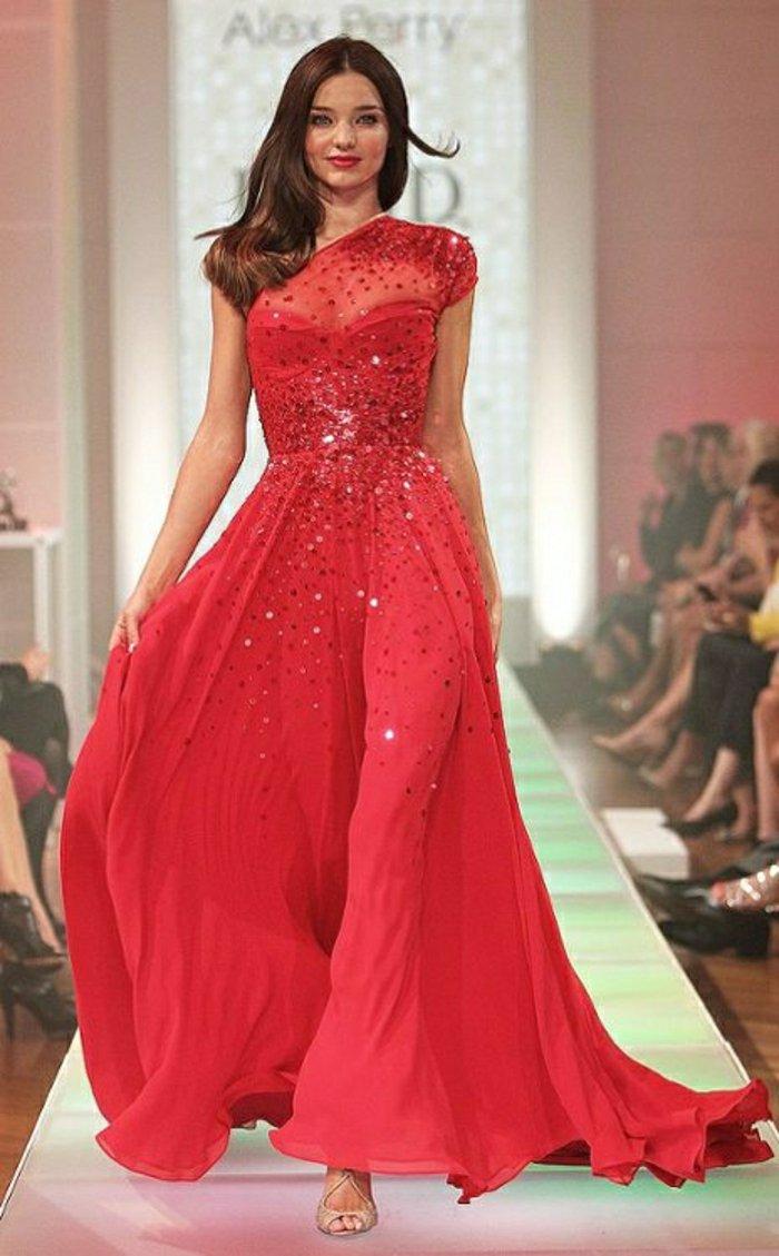 schöne-abendkleider-für-Silvester-langes-Modell-in-Rot