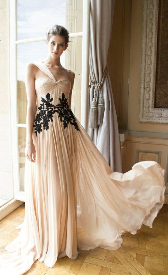 schöne-abendkleider-lang-lüftiges-Modell-Pastellfarbe-schwarze-Dekoration