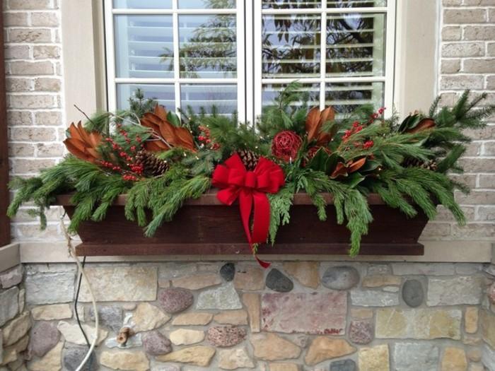 schöne-fensterdekoration-zum-weihnachten-sehr-schöne-natürliche-deko