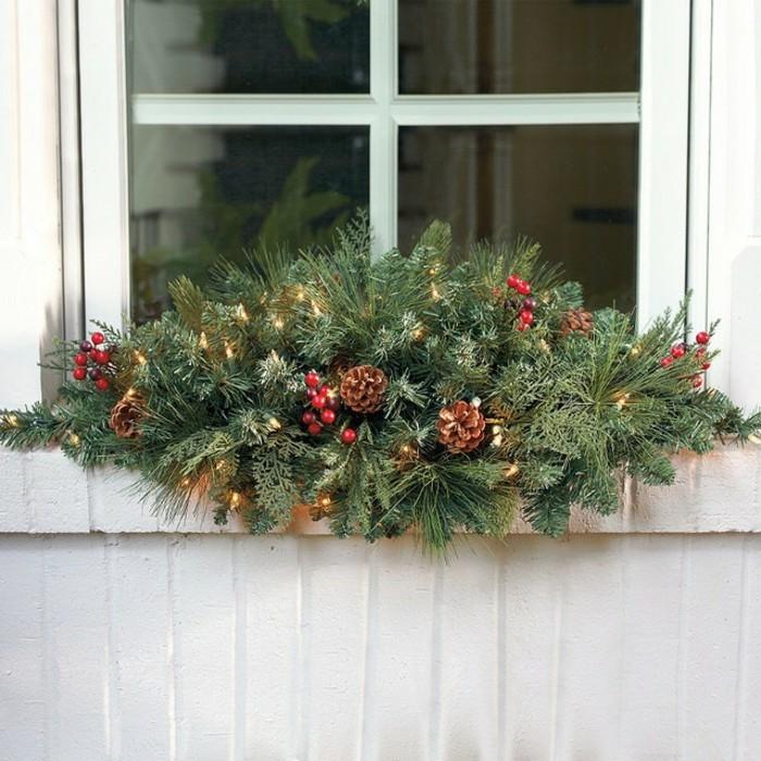 schöne-fensterdekoration-zum-weihnachten-zapfen-und-tannenzweige-kombinieren