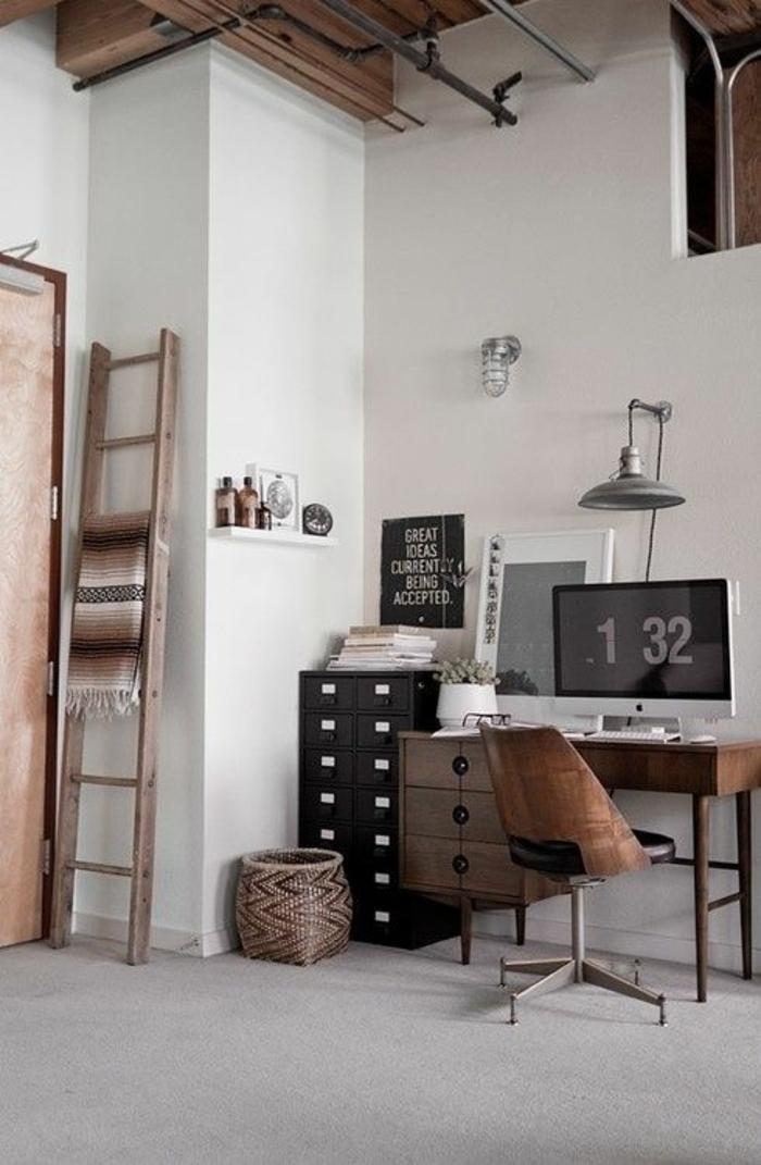 schöne-wohnidee-fürs-Arbeitszimmer-hölzerne-Einrichtung-gemütliche-Atmosphäre