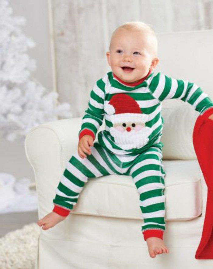 schlafanzug-jungen-Weihnachtsmuster-grün-weißen-Streifen