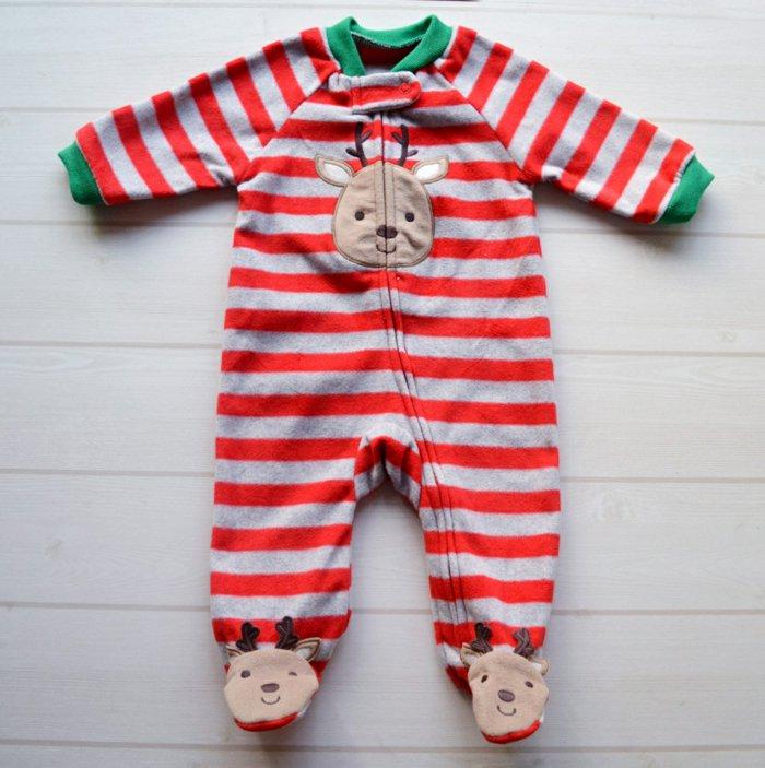 schlafanzug-mit-füßen-für-Babys-Weihnachtsmuster