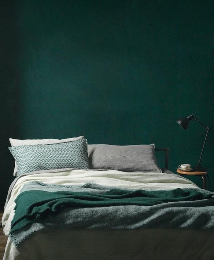 schlafzimmer-streichen-ideen-schlafzimmerwand-gestalten-grün