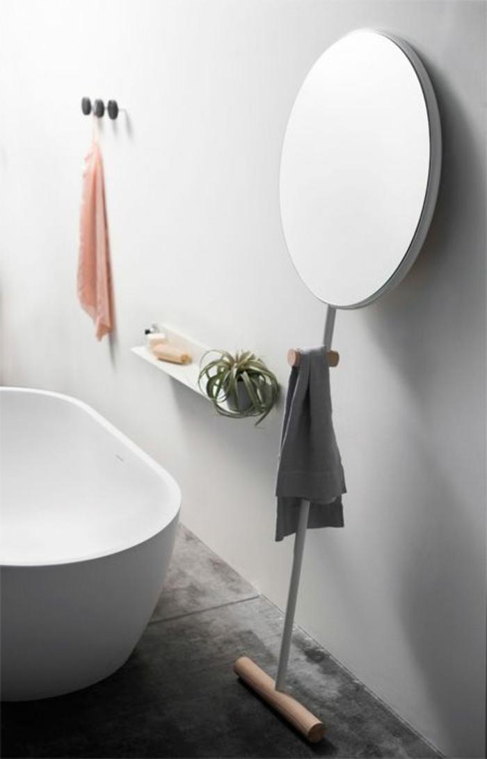 schlichtes-Badezimmer-Interieur-stilvolle-badewanne-oval