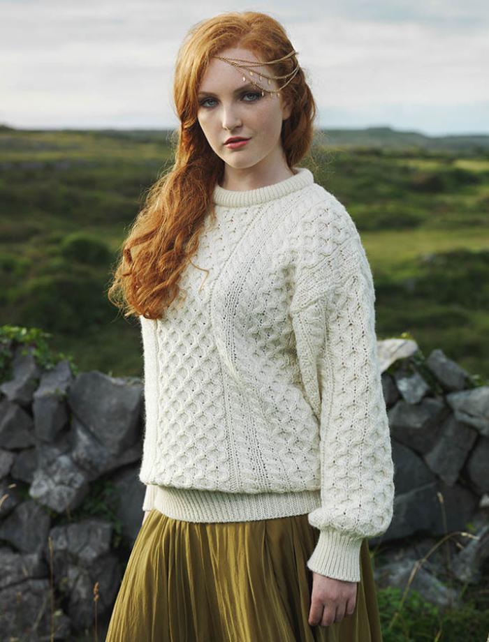 schlichtes-Modell-pullover-wolle-damen-creme-Farbe