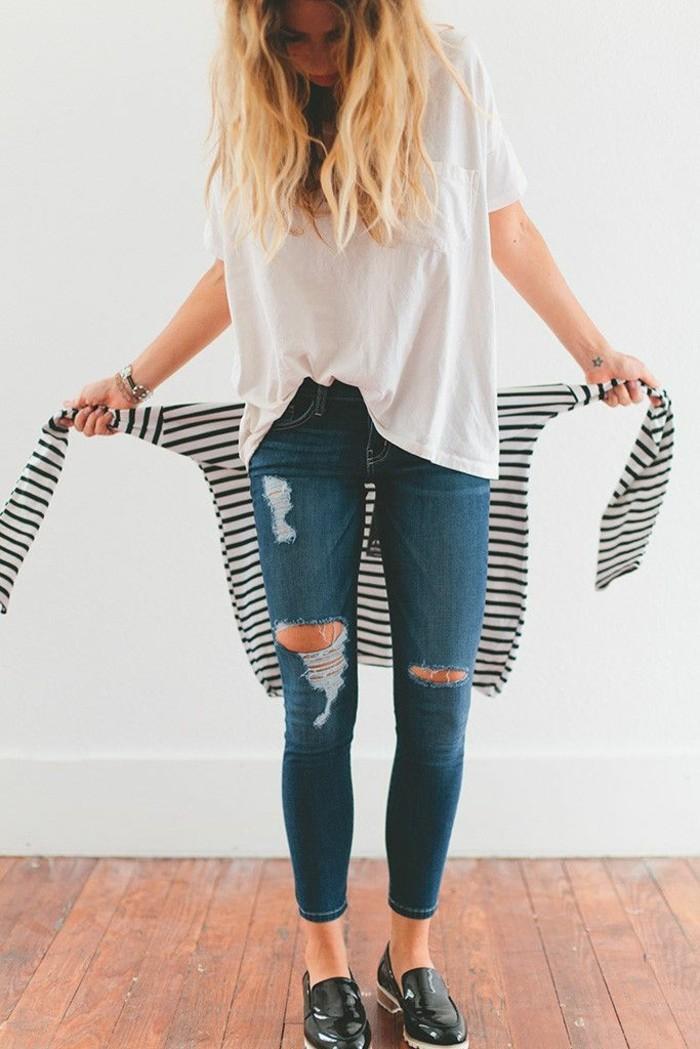 skinny-jeans-damen-jeans-mit-rissen-gestreifte-Bluse