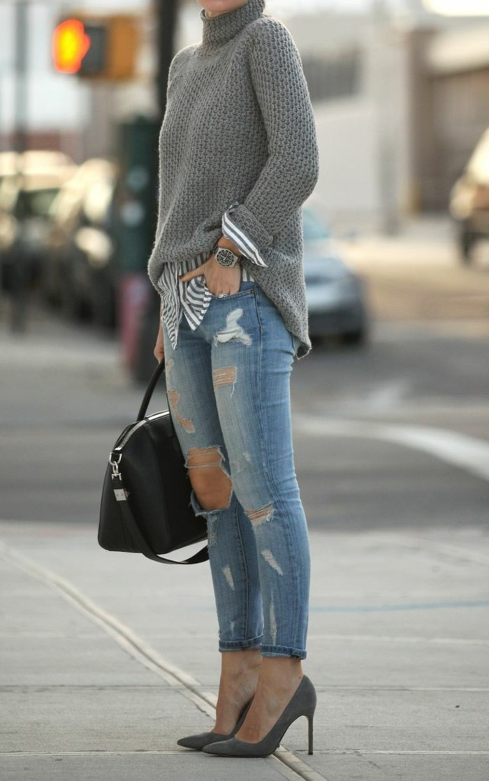 skinny-jeans-damen-jeans-mit-rissen-grauer-Pullover-graue-Schuhe-mit-Absatz