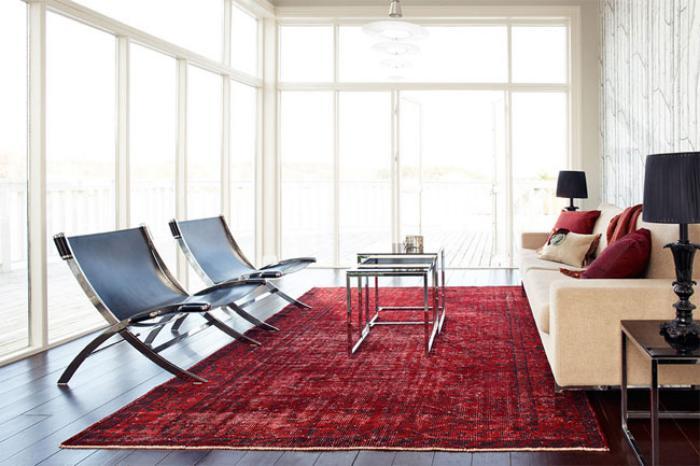 Stilvolles Interieur Designer Sessel Roter Teppich Wohnzimmer