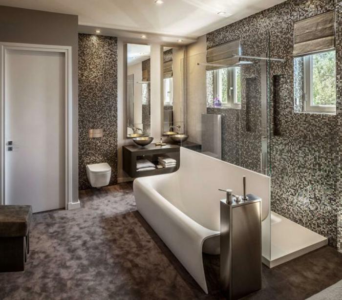 super-schöne-ausstattung-bad-fliesen-ideen-herriche-weiße-badewanne