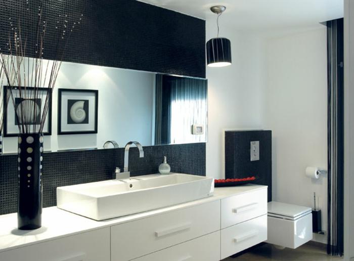 super-schönes-badezimmer-dekorieren-kontrastierende-farben