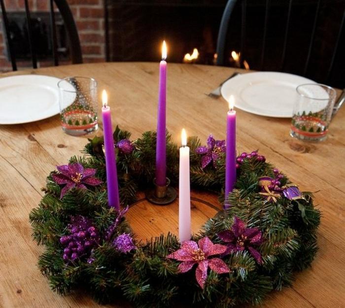 tolle-adventskränze-ideen-wunderschöne-lila-kerzen