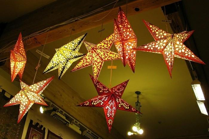 tolles-weihnachtsbasteln-hängende-sterne-mit-beleuchtung