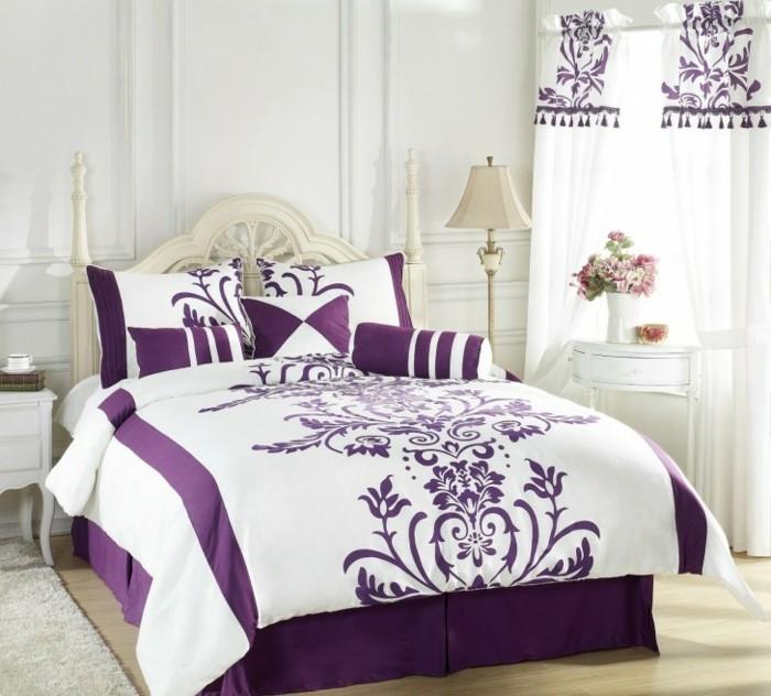 weiße-Bettwäsche-mit-lila-weißes-schlafzimmer