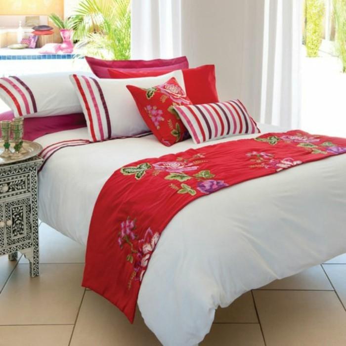 weiße-Bettwäsche-rot-dekorative-motive