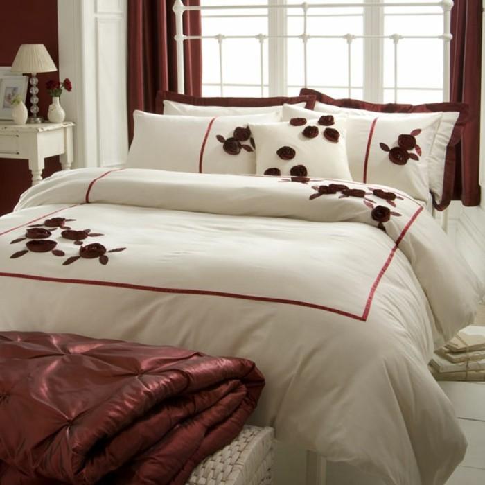 weiße-bettwäsche-satin-rosa-rot