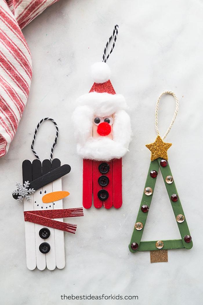 Basteln mit Eisstielen für Weihnachten, Schneemann Weihnachtsmann und Weihnachtsbaum, mit Watte, Knöpfen und Perlen verzieren