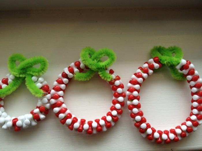 weihnachten-geschenke-selber-machen-wunderschöne-kränze-in-rot-und-weiß