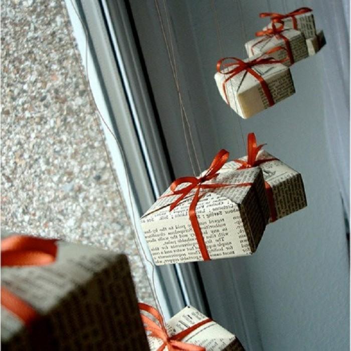 weihnachts-fensterbilder-wundervolle-hängende-weihnachtsgeschenke