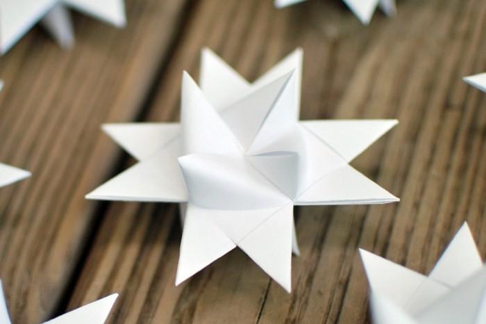 weihnachtsbasteleien-origami-sterne-weiße-farbe